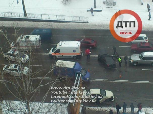 У Києві фіскал-хабарник влаштував масштабну ДТП, тікаючи від силовиків - фото 5