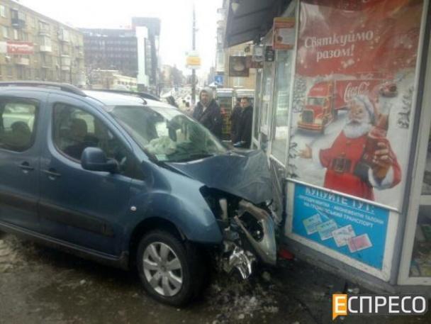 У Києві фіскал-хабарник влаштував масштабну ДТП, тікаючи від силовиків - фото 4