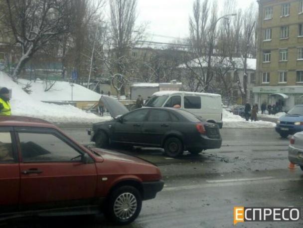 У Києві фіскал-хабарник влаштував масштабну ДТП, тікаючи від силовиків - фото 3