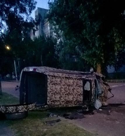 У Бердянську на шаленій швидкості зіштовхнулися два джипа, є постраждалі - фото 4