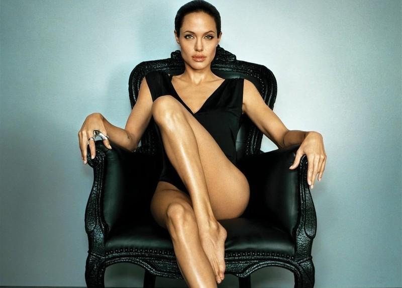 Кожній країні по Анджеліні: Як виглядають двійники Анджеліни Джолі - фото 10