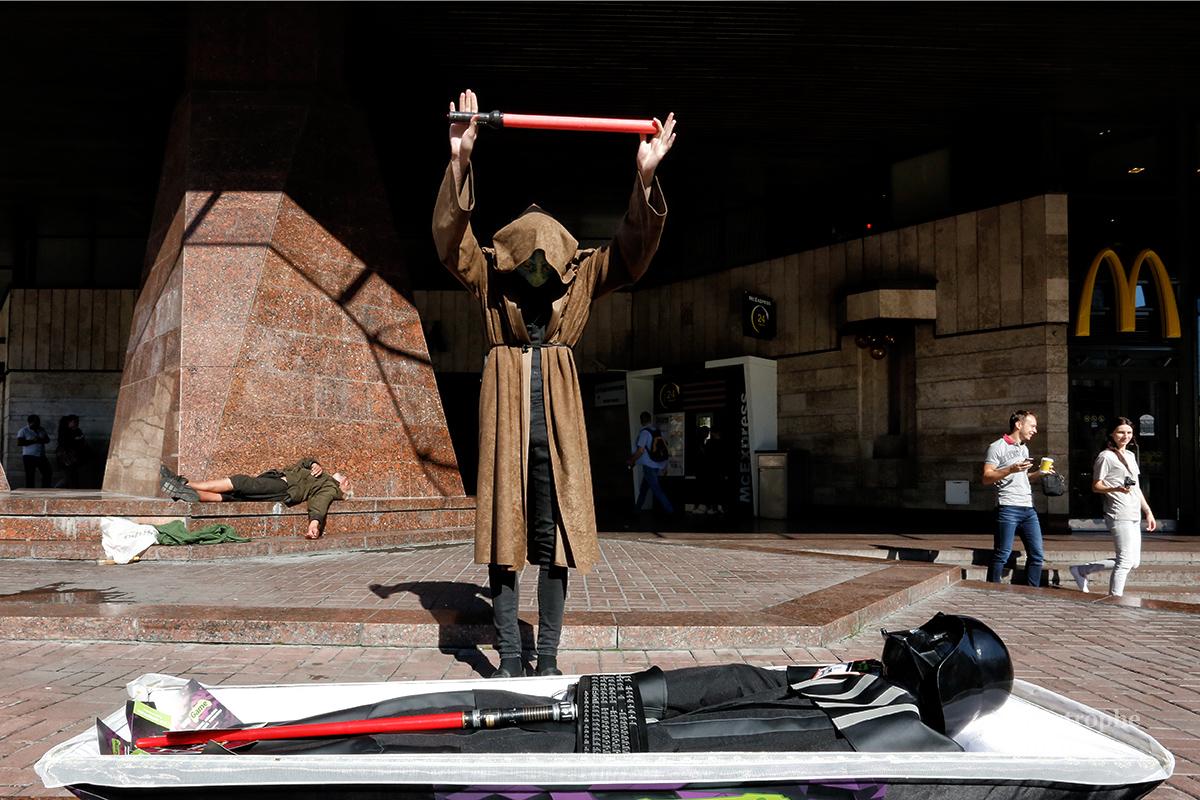 У Києві похоронили Дарта Вейдера  - фото 3