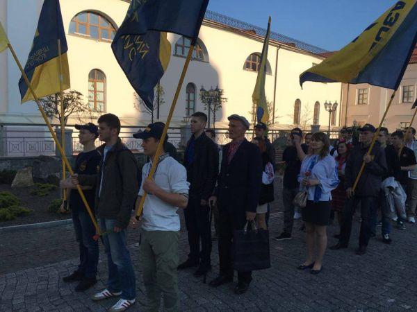 В центрі Вінниці відбувся марш у вишиванках - фото 1