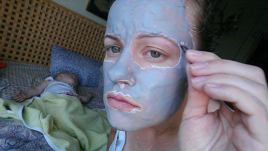 Росіянка з селфі-палкою показала, як насправді виглядає день матусі - фото 4