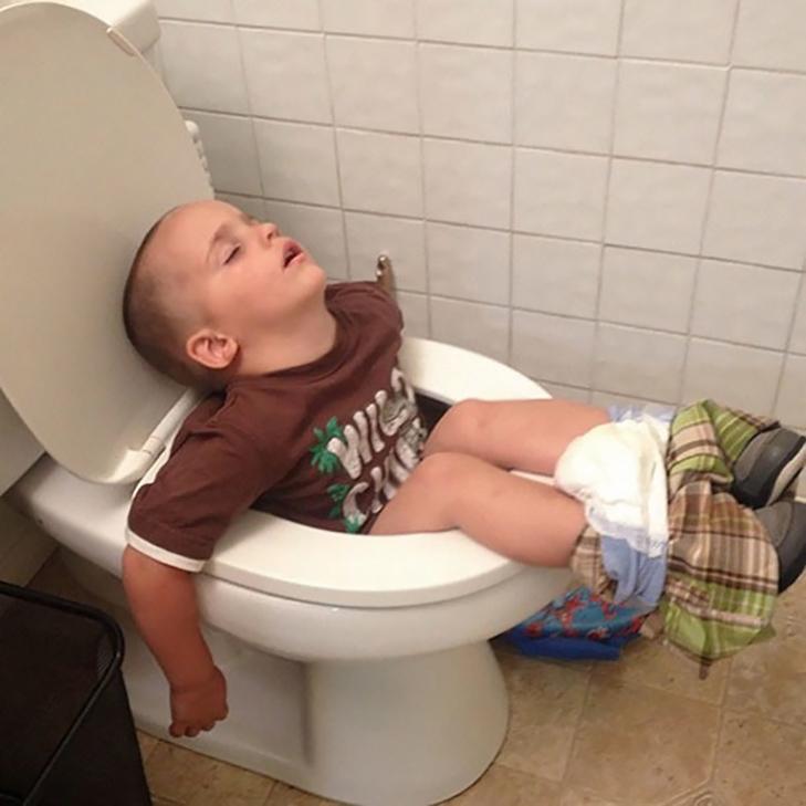 35 кумедних доказів того, що діти можуть заснути де завгодно - фото 1