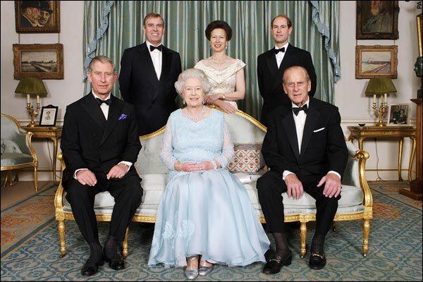 Як старіє Єлизавета ІІ: найяскравіші фото від дитинства і до сьогодні  - фото 26