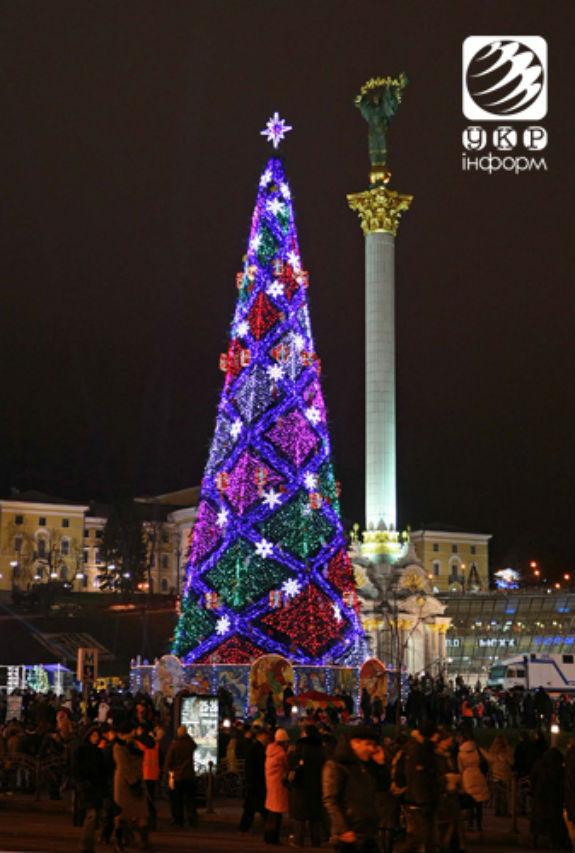Як змінювалася головна новорічна ялинка України протягом півстоліття - фото 10