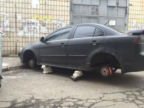 Автокрадії масово залишають столичних водіїв без коліс  - фото 2