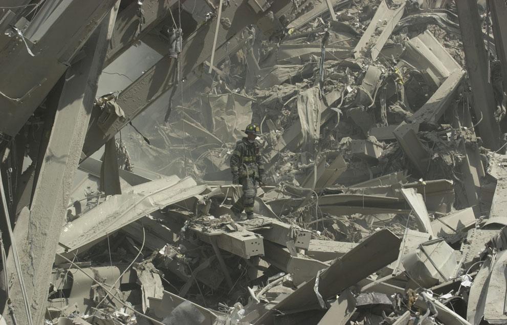 Трагедія 9/11: Сьогодні 14-та річниця наймасштабнішого теракту в історії США (ФОТО, ВІДЕО) - фото 12