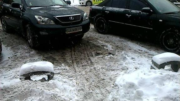 Як столичні паркувальники-сніговики вибивають гроші з водіїв - фото 4
