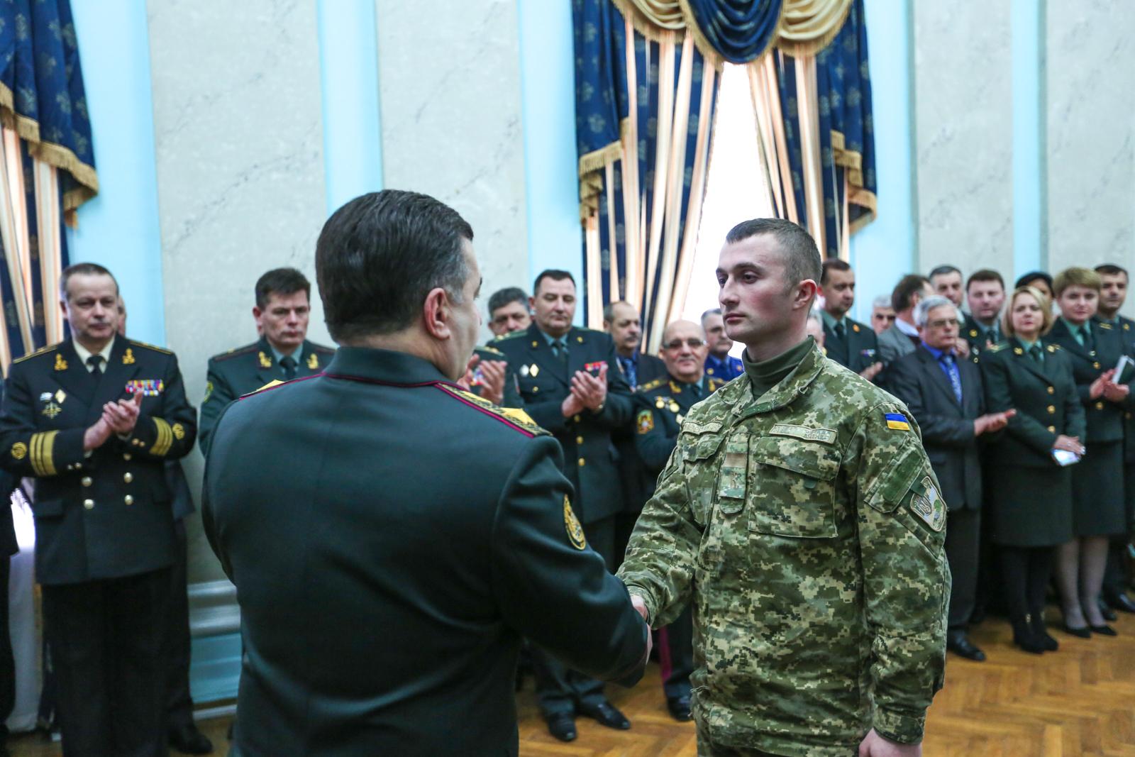 Полторак нагородив бійців АТО з нагоди Дня пам'яті Героїв Крут - фото 3