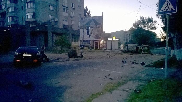 У Бердянську на шаленій швидкості зіштовхнулися два джипа, є постраждалі - фото 6