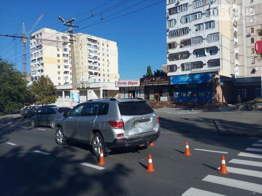 """У Миколаєві маршрутка влетіла в Toyota, що пропускала бабусю на """"зебрі"""" - фото 3"""