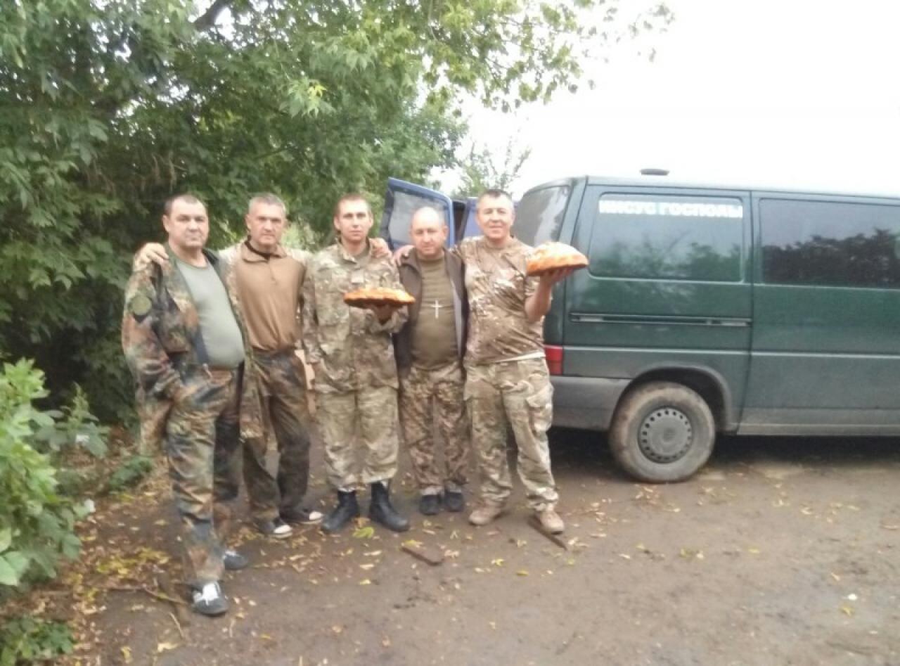 Миколаївські волонтери передали на передову автомобіль - фото 1