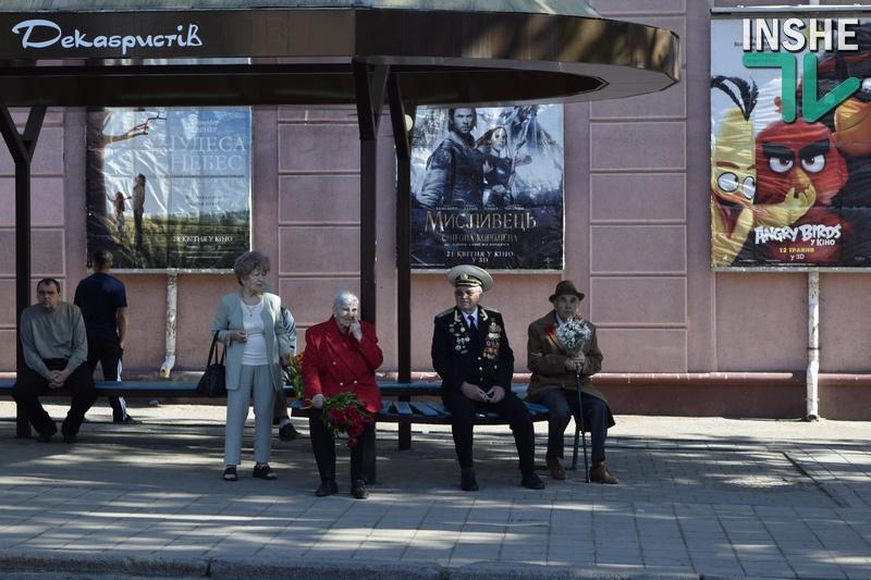 У Миколаєві біля пам'ятника визволителям проїхалося авто з прапором СРСР