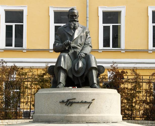 Як Грушевський попрацював президентом в Адміністрації Табачника - фото 2