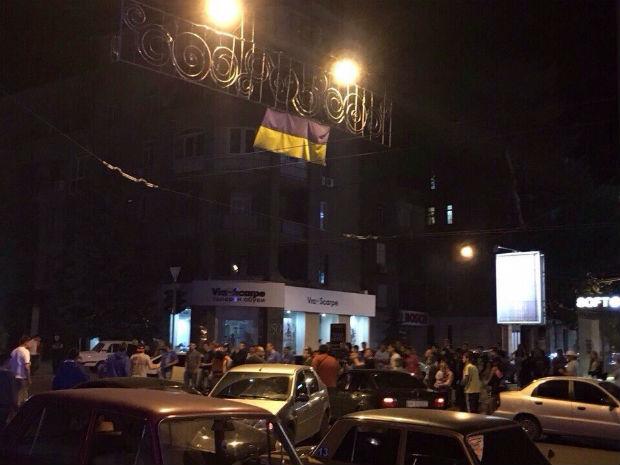 У Харкові люди перекривали вулицю з вимогою розслідувати смертельне ДТП з копами - фото 1
