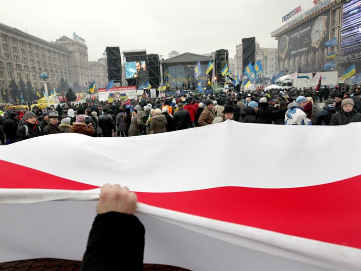 Хроніка Революції гідності: День Білорусі і подарунки від Святого Миколая - фото 6