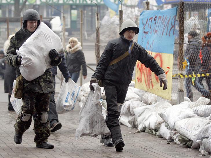 Хроніка Революції гідності: День Білорусі і подарунки від Святого Миколая - фото 1