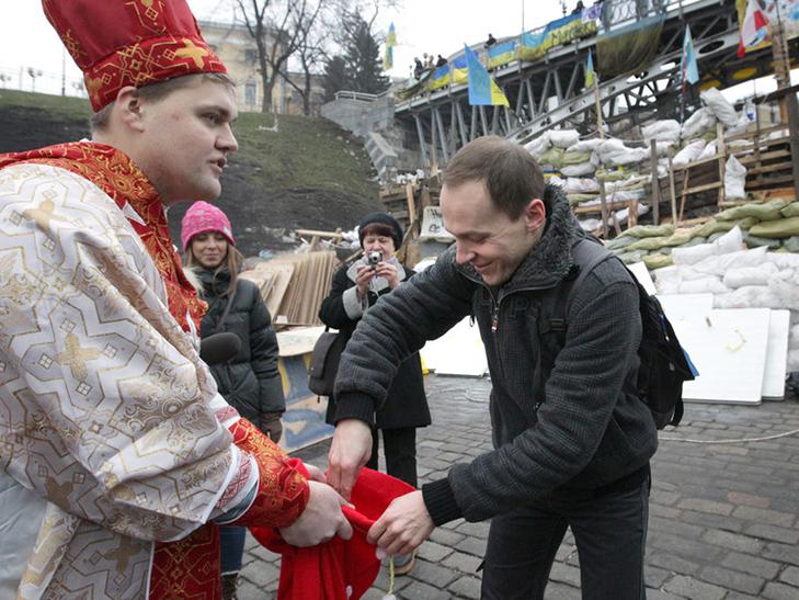 Хроніка Революції гідності: День Білорусі і подарунки від Святого Миколая - фото 4