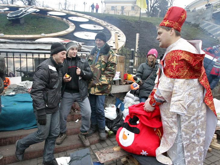 Хроніка Революції гідності: День Білорусі і подарунки від Святого Миколая - фото 3