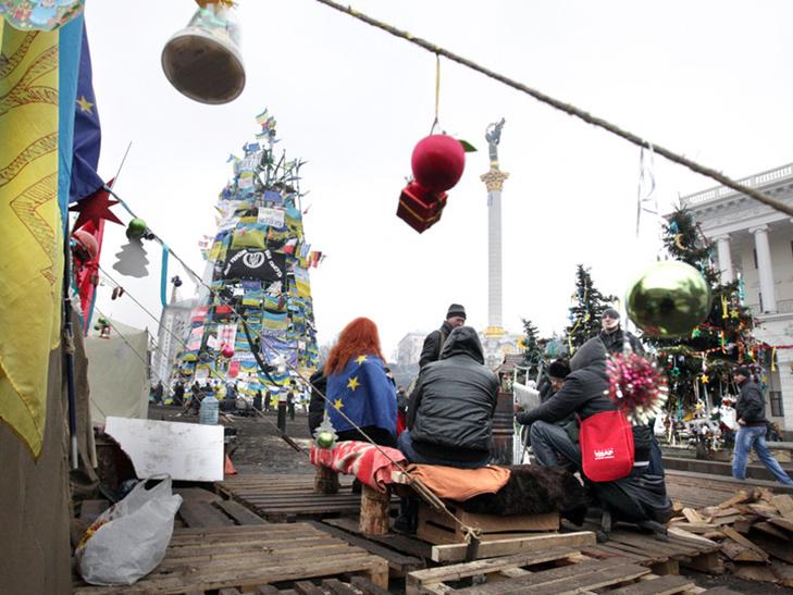Хроніка Революції гідності: День Білорусі і подарунки від Святого Миколая - фото 7