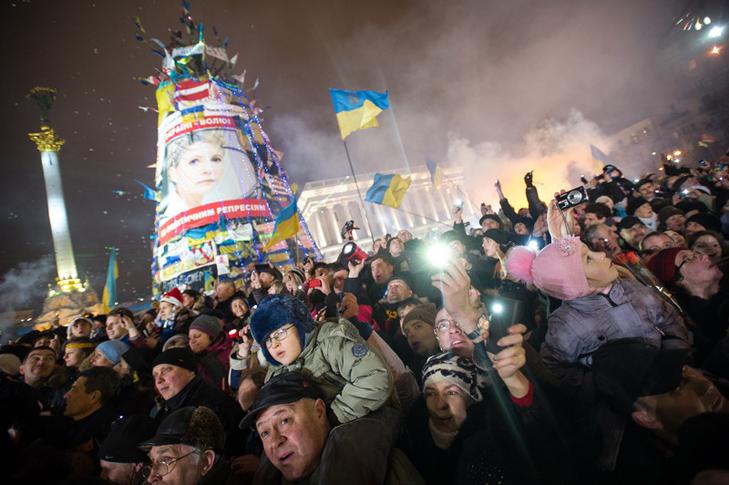 Хроніка Революції Гідності: Новий рік на Майдані і день народження Степана Бандери - фото 1