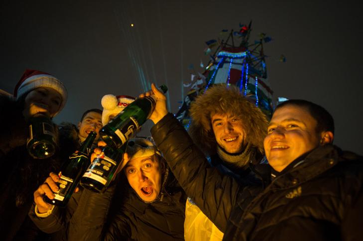 Хроніка Революції Гідності: Новий рік на Майдані і день народження Степана Бандери - фото 5