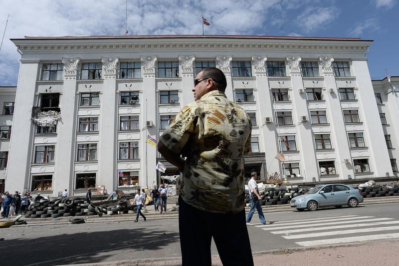 Штурм луганської прикордонної застави і вибух у будівлі ОДА (ФОТО ВІДЕО) - фото 3