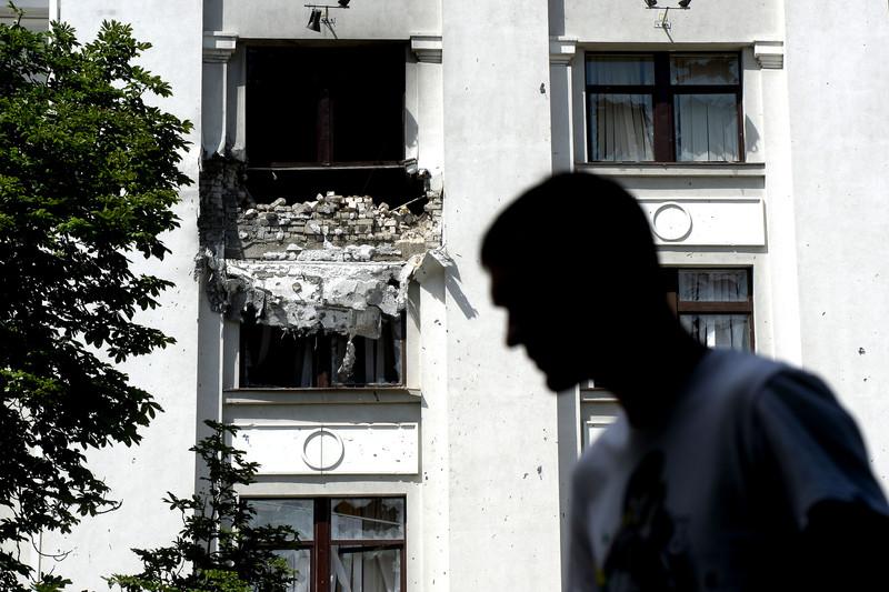Штурм луганської прикордонної застави і вибух у будівлі ОДА (ФОТО ВІДЕО) - фото 1