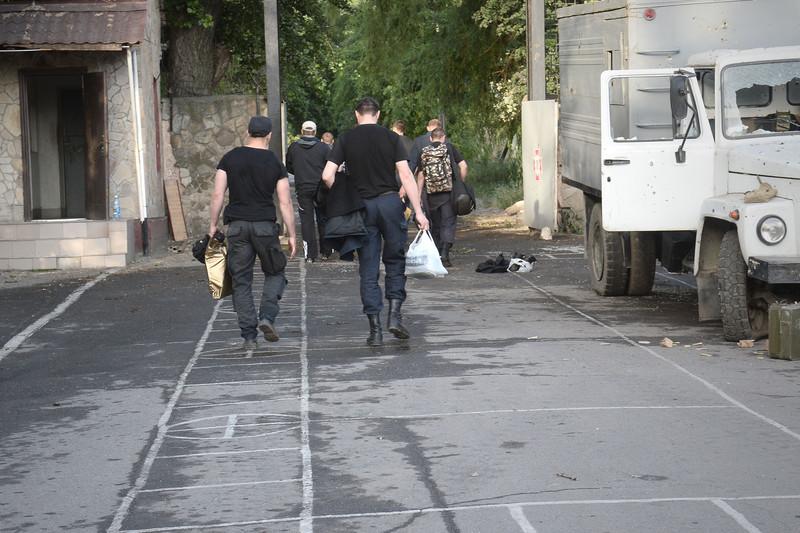 Штурм луганської прикордонної застави і вибух у будівлі ОДА (ФОТО ВІДЕО) - фото 12