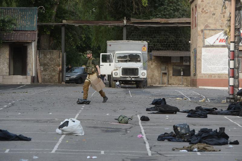 Штурм луганської прикордонної застави і вибух у будівлі ОДА (ФОТО ВІДЕО) - фото 13