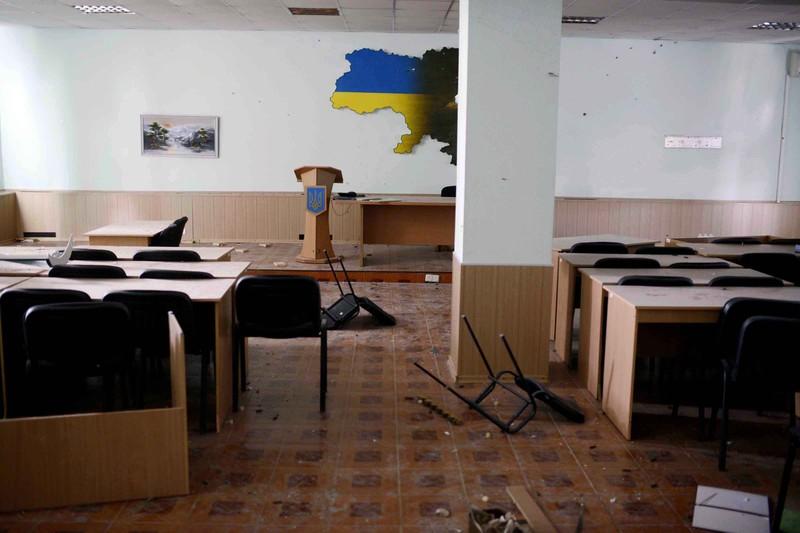 Штурм луганської прикордонної застави і вибух у будівлі ОДА (ФОТО ВІДЕО) - фото 10