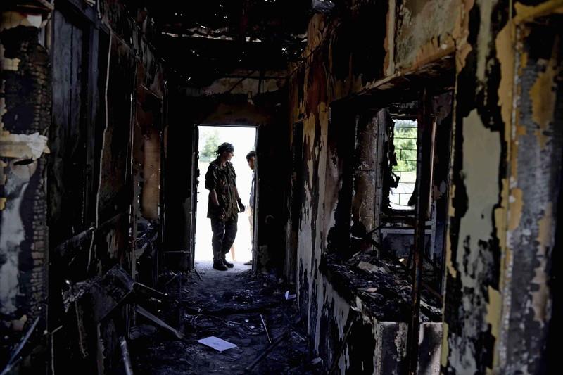 Штурм луганської прикордонної застави і вибух у будівлі ОДА (ФОТО ВІДЕО) - фото 8