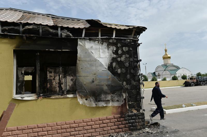 Штурм луганської прикордонної застави і вибух у будівлі ОДА (ФОТО ВІДЕО) - фото 7