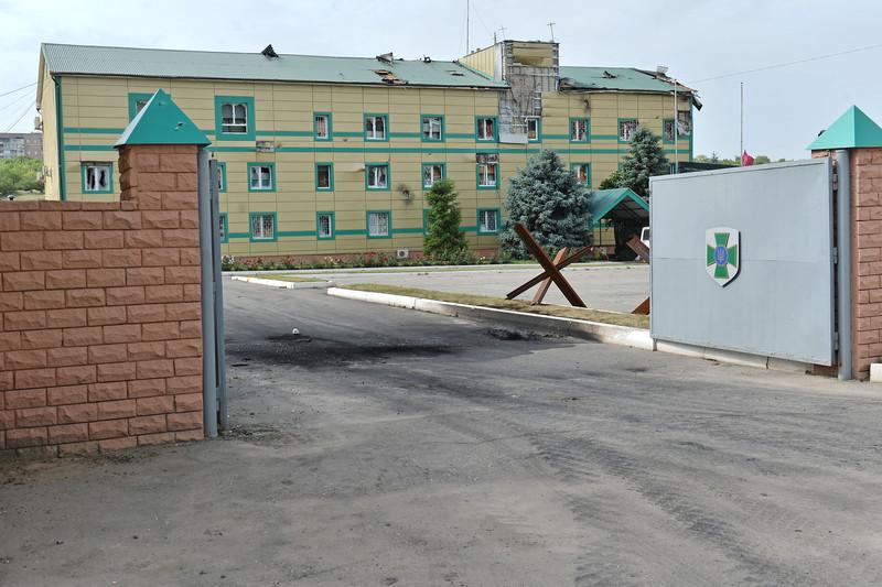 Штурм луганської прикордонної застави і вибух у будівлі ОДА (ФОТО ВІДЕО) - фото 6