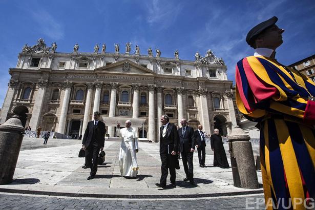 6 причин замінити Яценюка на Папу Римського - фото 1