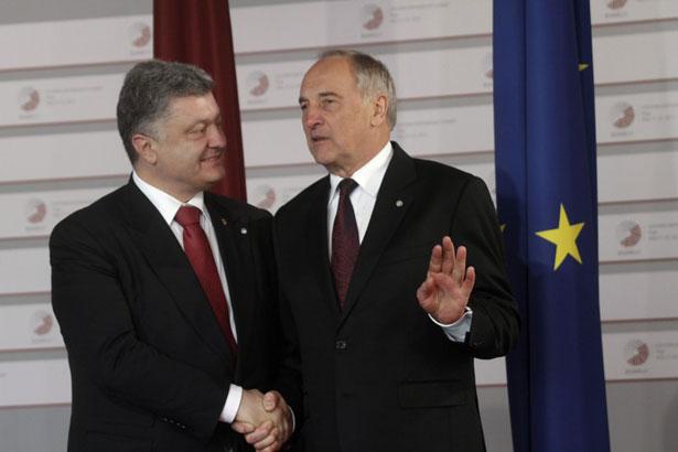 Ризький саміт, труп Росії і широко закриті очі Порошенка - фото 1