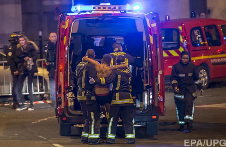 П'ятниця, 13-те у Парижі: Близько 150 загиблих, сотні поранених (ФОТОРЕПОРТАЖ) - фото 7
