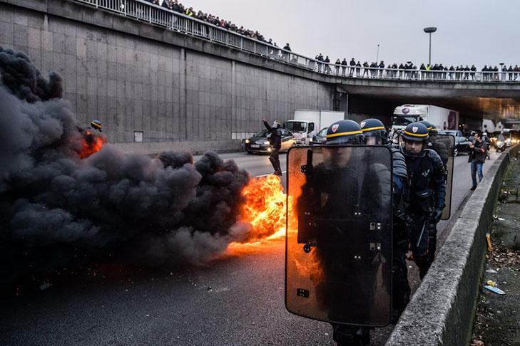 Таксисти взяли приклад із французів і протестували проти Uber вогнем - фото 14