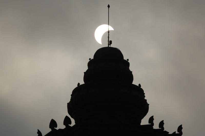 NASA показало повне сонячне затемнення - фото 2