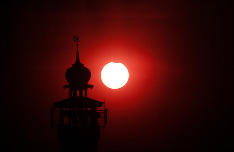 NASA показало повне сонячне затемнення - фото 3