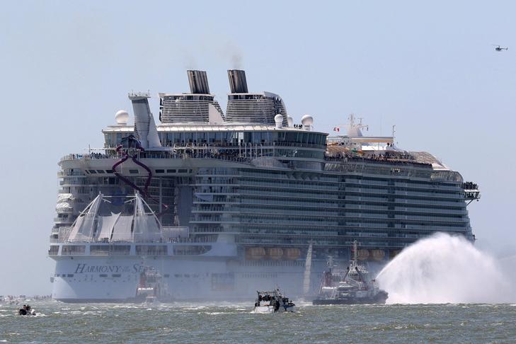 Як виглядає найбільший у світі круїзний лайнер - фото 4