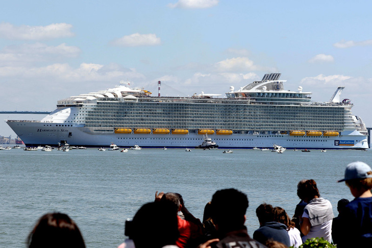 Як виглядає найбільший у світі круїзний лайнер - фото 1