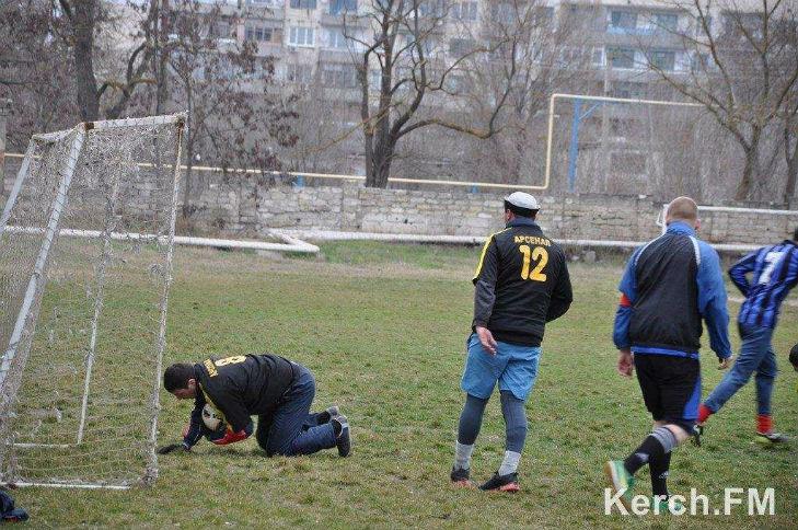 Хроніки окупації Криму: як керченські морпіхи з окупантами у футбол грали - фото 3