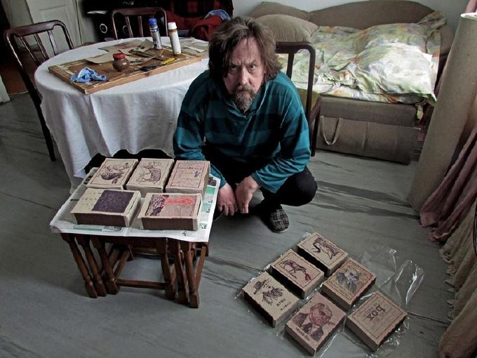Миколаївський художник епатував публіку картинами на сірникових коробках - фото 2