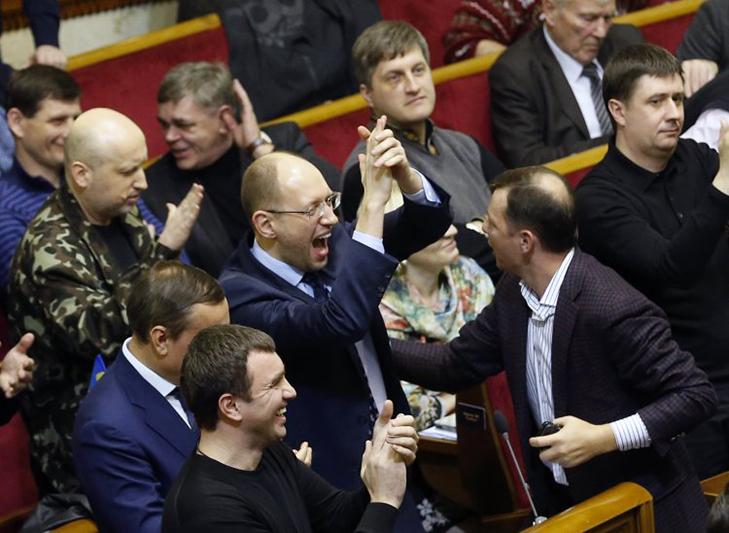 Хроніка Революції Гідності: Янукович іде на поступки, але не здається - фото 1