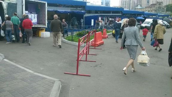 Столичні торгаші непереможні: навіть сквери не викорінюють стихійну торгівлю   - фото 2