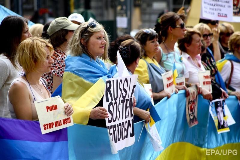 У Мілані Путіна подратували жовто-синіми прапорами (ФОТО) - фото 5
