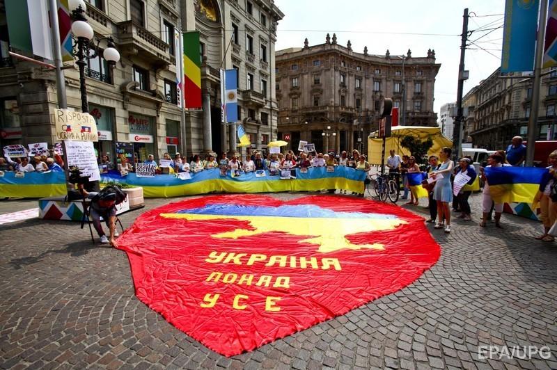 У Мілані Путіна подратували жовто-синіми прапорами (ФОТО) - фото 3